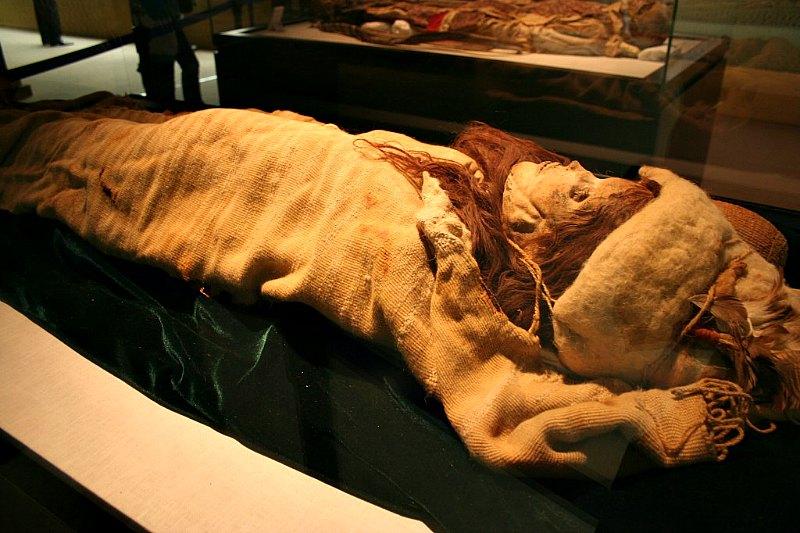 Los cuerpos de Takla Makan, conservados en perfecto estado gracias al nivel de salinidad de los suelos, exhiben ropas de lana teñida de diversos colores. En la imagen, la momia de La Bella de Loulan. (Fotografía: La Gran Época)