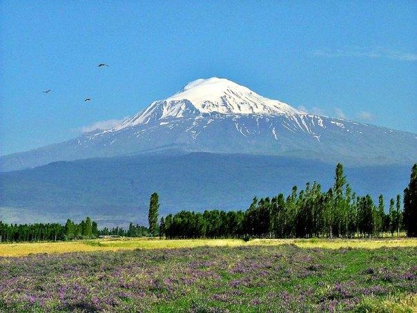 El Monte Ararat, sobre el que según los textos bíblicos se posó finalmente el arca de Noé. (Public Domain)
