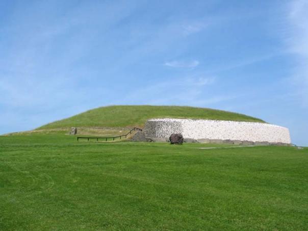 Newgrange, Irlanda. (CC BY-SA 3.0)