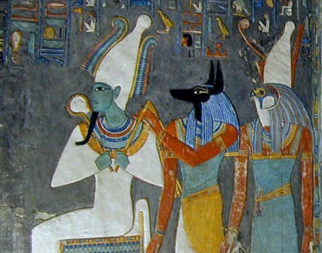 De izquierda a derecha, Osiris, Anubis y Horus. Pintura mural de la tumba de Horemheb. (Imagen: CC BY 2.0)
