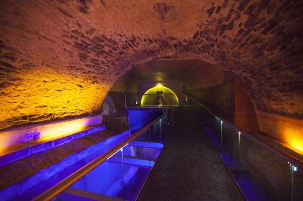 En el transcurso de la restauración de este entramado de túneles subterráneos los investigadores hallaron también los antiguos restos del Puente de Bubas, estructura similar a un puente construida en el siglo XVII y que era utilizada para cruzar el río San Francisco, principal fuente de suministro de agua de la ciudad en aquella época. (Fotografía: Saúl Sánchez)