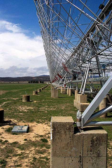 El radiotelescopio del Observatorio Molonglo visto de cerca. (CC BY SA 3.0)