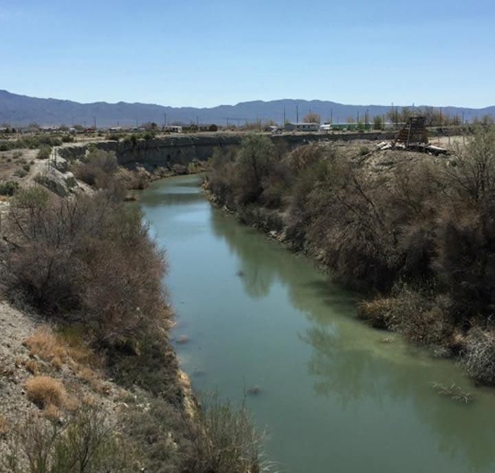El río Humboldt cercano a la cueva de Lovelock, Nevada, donde cuenta la leyenda que habitaban los Sitecah, una raza de gigantes caníbales pelirrojos. (Famartin/CC BY-SA)