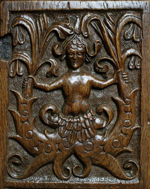 Esta extraña criatura, quizás una sirena, aparece labrada en la madera de un banco de la Iglesia del Espíritu Santo de Crowcombe, Somerset, Inglaterra. 1535. (Jacqui Ross-CC BY 2.0)