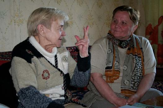 Zoya Gerasimova, a la izquierda, una de los últimos hablantes de Sami Ter. Fotografía tomada en el 2006. (FResearchGroup/CC BY-SA 3.0)