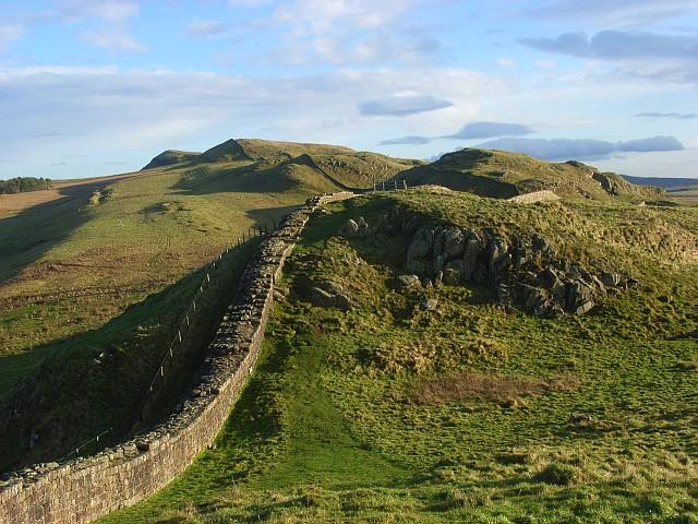 El muro de Adriano cerca de Caw Gap (Wikimedia Commons)