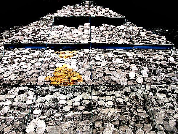 Se estima que a bordo de la fragata había unas 600.000 monedas pertenecientes al reinado de Carlos IV. Los documentos indican que transportaba aproximadamente 360 monedas de oro de las que se han logrado recuperar 212. Museo Arqueológico Nacional (Madrid) (Wikimedia Commons)