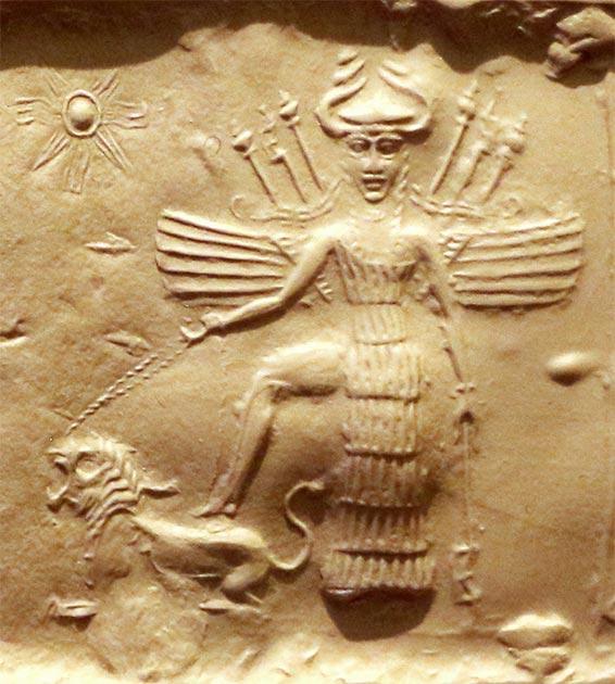 Ishtar comme la déesse de la guerre qui est apparue aux Templiers allemands.  Elle est équipée d'armes dans le dos, a un casque à cornes et piétine un lion.  Trouvé sur un sceau de l'empire akkadien, 2350-2150 av.  (Sailko / CC BY 3.0)