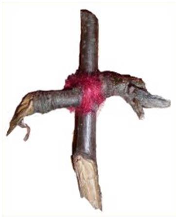 Une croix d'arbre Rowan originaire d'Écosse, donnée à un musée en 1893 mais datant de beaucoup plus tôt.
