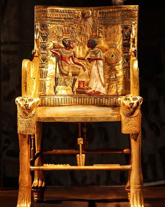 il trono di Tutankhamon dalla sua camera sepolcrale.