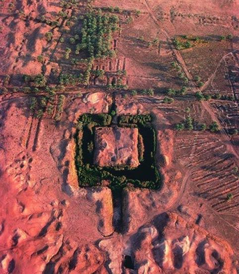 Vue aérienne qui montre les vestiges de la Ziggurat Etemenanki