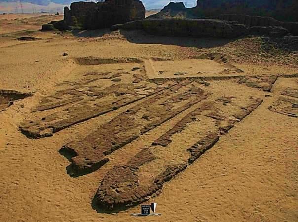 Algunos de los barcos Abydos en sus tumbas construidas de ladrillo.