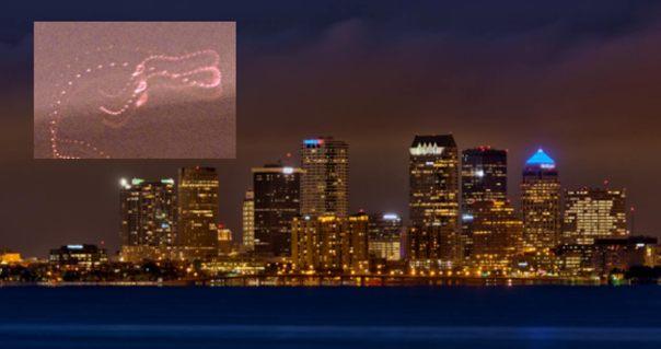 Principal: Tampa Bay en Florida (en la foto).  Recuadro: Fotografía de una ITE-2.