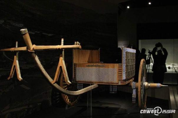 El carro de hace 2.400 años fue reconstruido utilizando técnicas de mano de obra originales con modelado digital y diseño moderno.