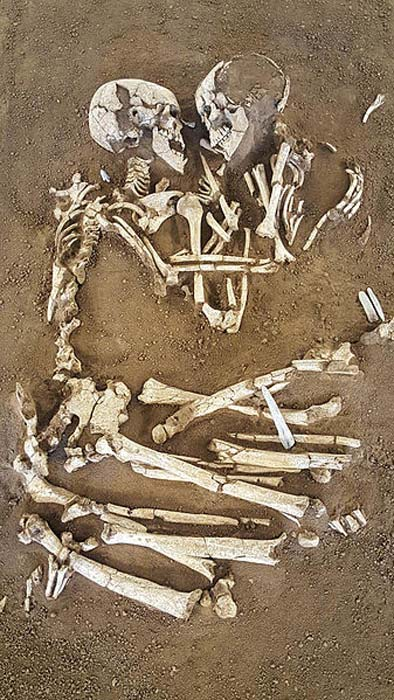 The skeletons of the Lovers of Valdaro.