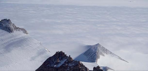 Una piramide in Antartide.
