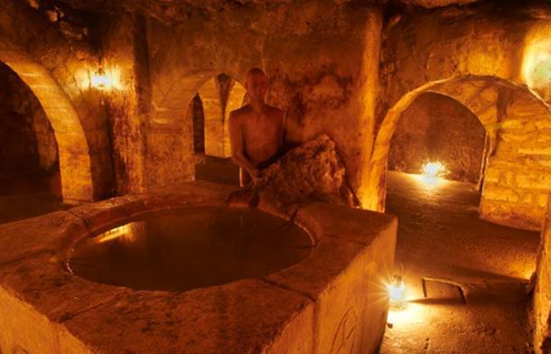 Volte Arpadian con il fonte battesimale - Labirinto del Castello di Buda.