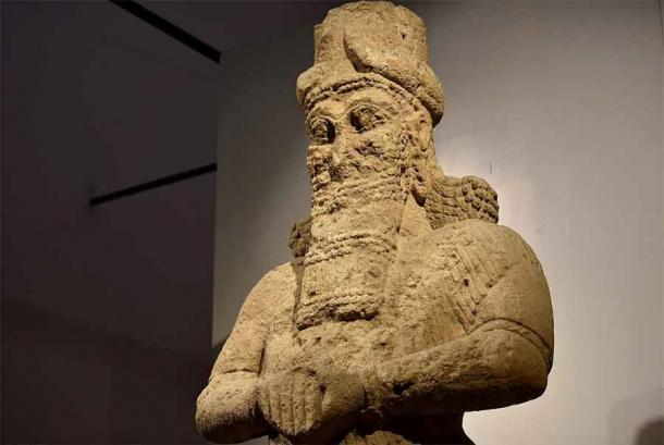Close up of the giant statue to the god Nabu stood at the entrance of the Temple of Nabu which is now housed in the Iraq Museum in Iraq. (Osama Shukir Muhammed Amin FRCP / CC BY-SA 4.0)