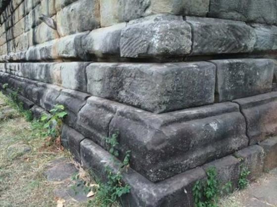 Detail of blocks at the Koh Ker pyramid. (Author provided)