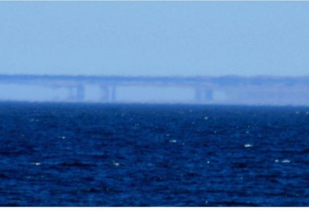Una Fata Morgana lungo il Santa Cruz, in California., Costa come visto da Moss Landing il 7 maggio, 2007.