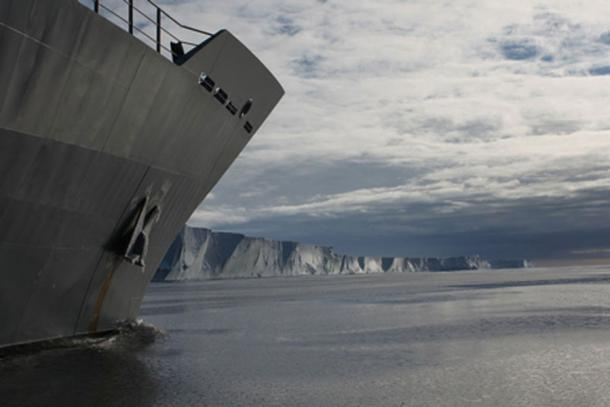 HMNZS WELLINGTON al largo della costa antartica.