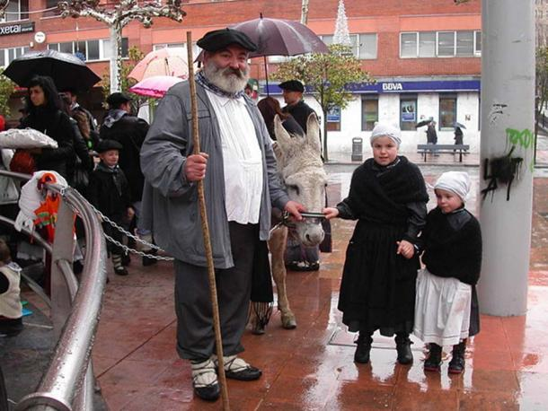 Olentzero in Beasain. Gipuzkoa, Basque Country. (Izurutuza / CC BY SA 3.0)
