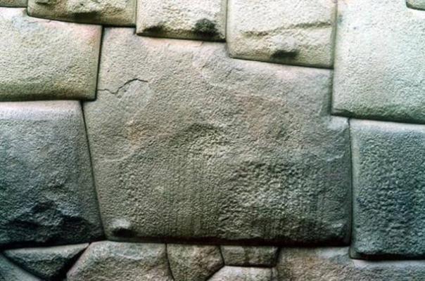 Los antiguos muros incas