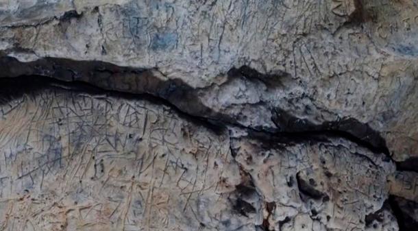 Des centaines de marques anti-sorcières ont été trouvées dans des grottes de Creswell Crags.