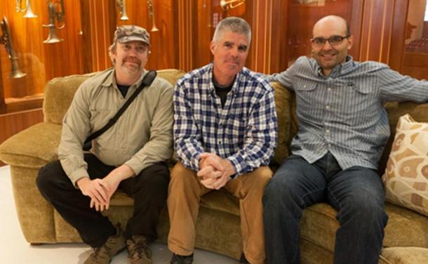Desde la izquierda: Hugh Newman, Jim Vieira, y el Dr. Ioannis Syrigos en el Museo Crespi en la Universidad Politécnica Salesiana, Cuenca, Ecuador.