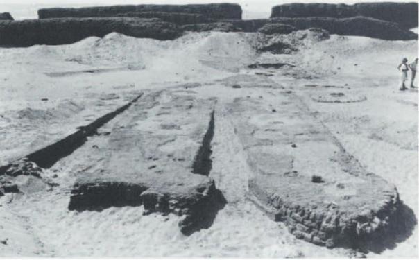La excavación de algunos de los barcos.  Abydos, Egipto.