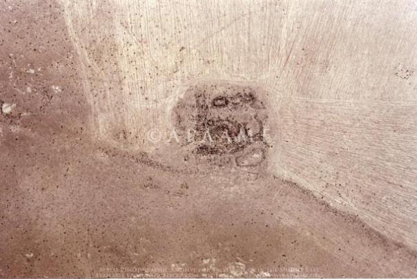 Los restos de una de las torres situadas a lo largo de la pared Khatt Shebib.