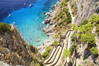 Via-Krupp-and-beautiful-cliffs-of-Capri