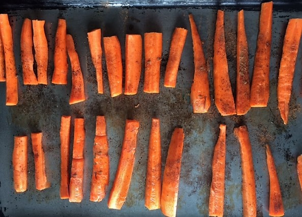 Spiced Maple Roasted Carrots [Clean, Vegan, Lower Carb, Gluten Free] Raw ...And A Dash of Cinnamon