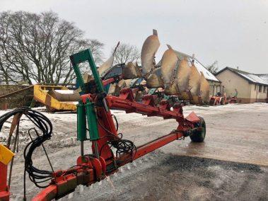 Kverneland 5 furrow semi mounted plough