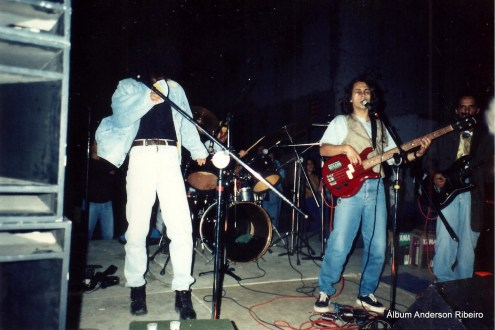 1991 - Nos vocais e baixo da Urbi Et Orbi no bairro Amazonas