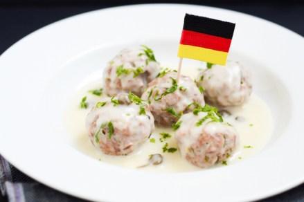 Anason cu Lapte - Soßklopse. Perişoare germane cu sos alb şi capere