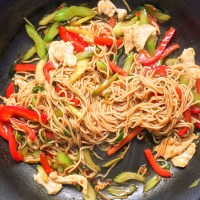 Easy Healthy Chicken Lo Mein Recipe Under 250 Calories