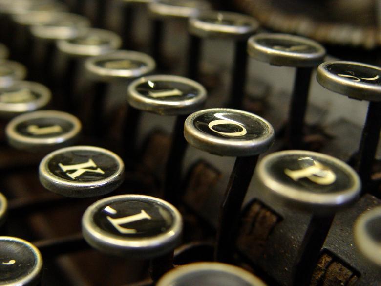 antica_macchina_da_scrivere-1347467595K292600