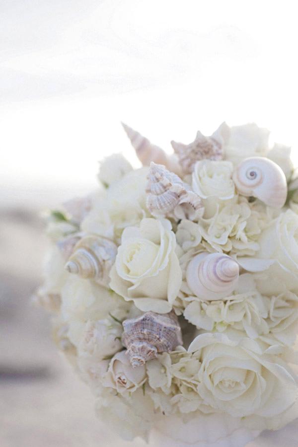 Bouquet di conchiglie perfetto per un matrimonio tema mare