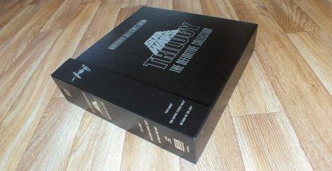 The Definitive Collectors Edition - inkl. dem Buch in einwandfreiem Zustand und dem Booklet komplett ohne Knicke. Natürlich auch die drei Filme auf insgesamt 9 Laserdiscs.