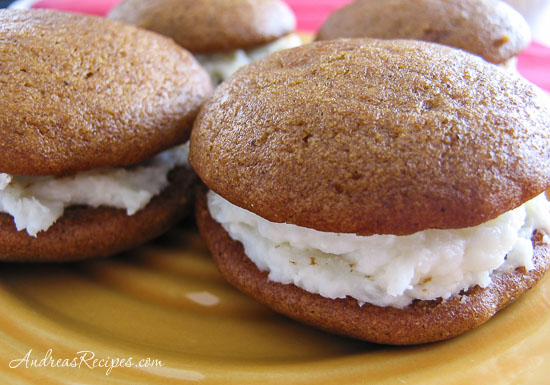 https://i0.wp.com/www.andreasrecipes.com/photos/Pumpkin_whoopie_pies.jpg
