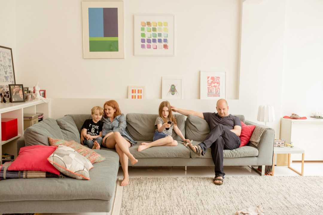 relaxed family portrait ideas