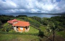 Вулканическое озеро Аренал.