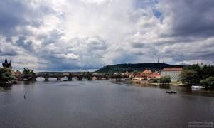 Карлов мост и оба берега Влтавы.