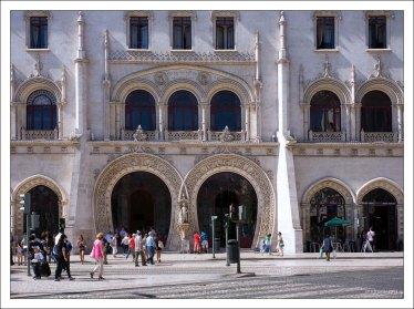 Фасад железнодорожного вокзала Росиу.
