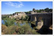 Средневековый Toledo на берегу реки Тахо.