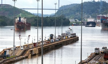 Бывает, что суда ждут дни, а то и недели, чтобы войти в Панамский канал.