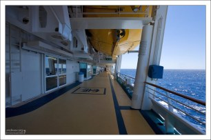 """На """"Маринере"""" 14 палуб, а на борт судно может принять 3114 пассажиров и 1185 членов команды."""