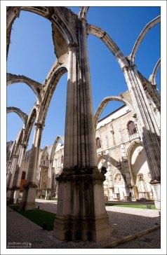 В 19-м веке было принято решение не продолжать реконструкцию монастыря. Convento do Carmo.