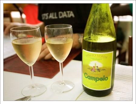 Зеленое португальское вино Vinho Verde.